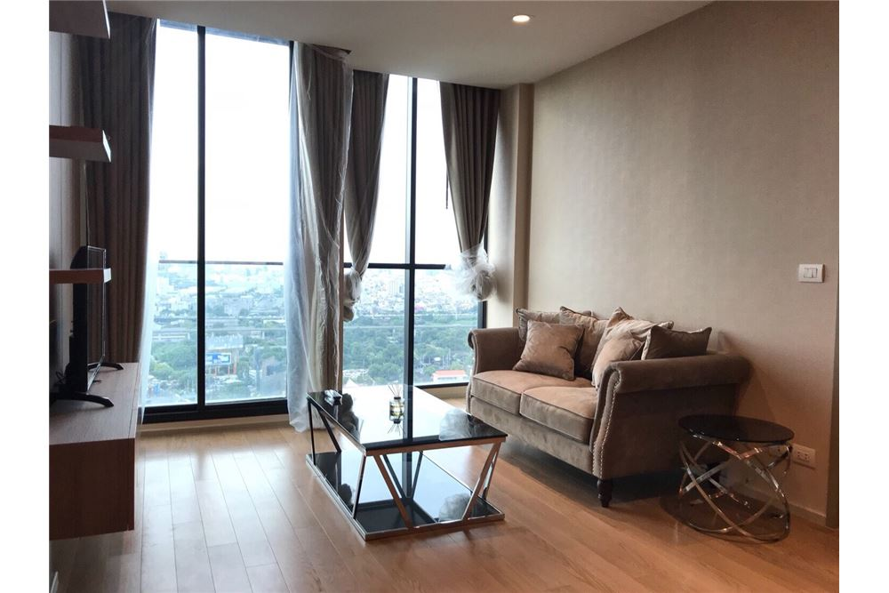 RE/MAX Properties Agency's 2 Beds /82Sqm./100,000/BTS Ploenchit 2