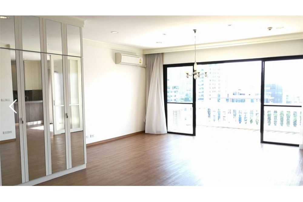 RE/MAX Executive Homes Agency's Apartment 4 Bedroom For Rent On Sukhumvit 49 3