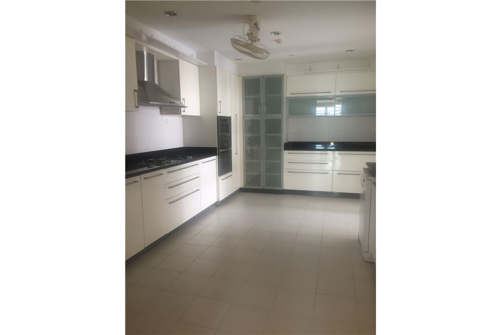 RE/MAX Executive Homes Agency's Spacious 4 Bedroom for Rent near BTS Phromphong 5