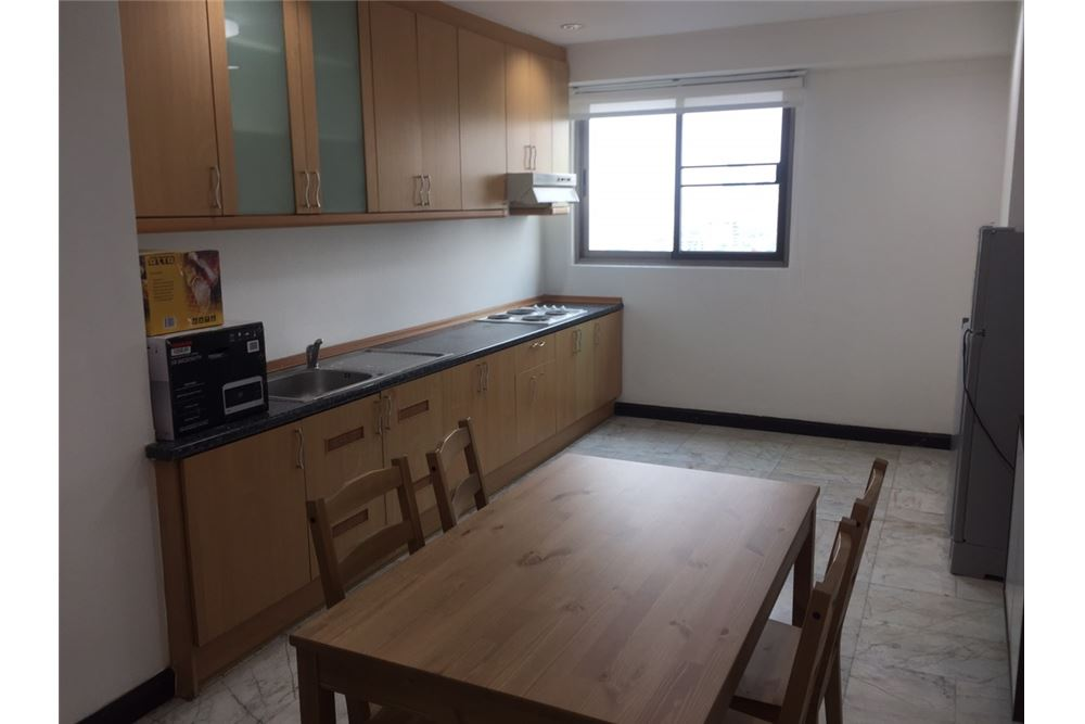 RE/MAX Executive Homes Agency's Royal Castle 3Bedroom For Rent Full Furnished,Condo For Rent Prompong, BTS Prompong, Good Price, Good location 1
