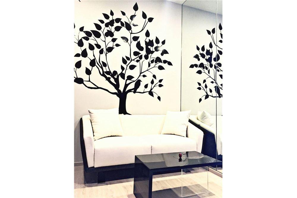 RE/MAX Executive Homes Agency's M Thonglor 10 1 bed, pet friendly near BTS Ekkamai 1