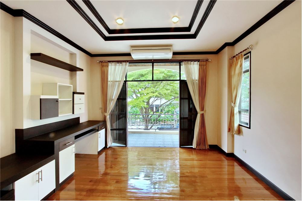 RE/MAX Executive Homes Agency's 4 bedroom house for rent near BTS Ekkamai 1