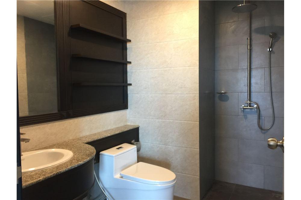 RE/MAX Executive Homes Agency's Spacious 2 Bedroom for Sale Sathorn Garden 5
