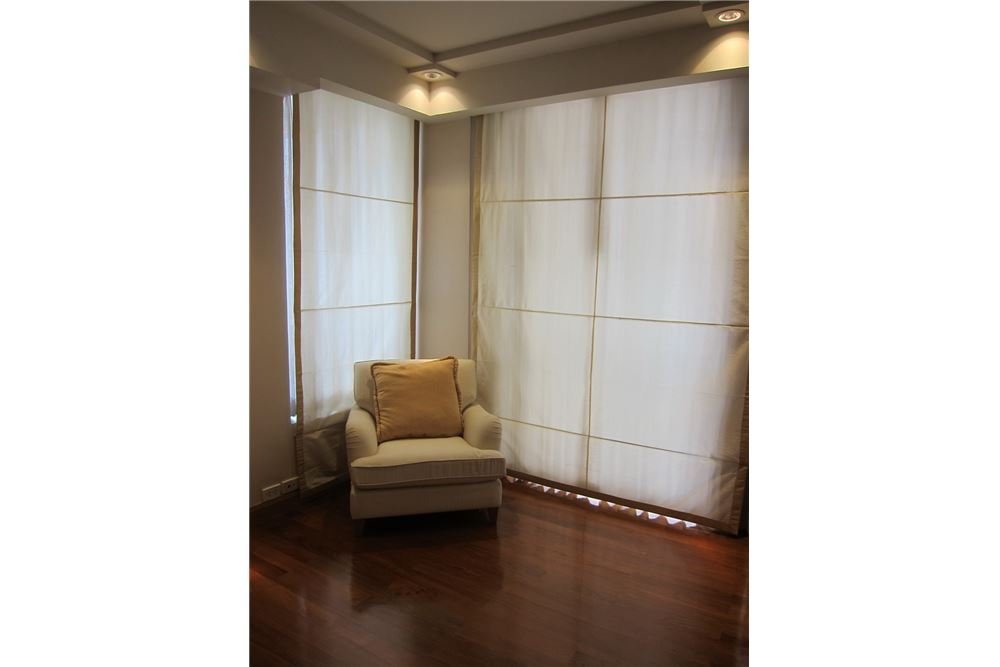 RE/MAX Properties Agency's RENT Langsuan Ville 2BED 160SQM. 8