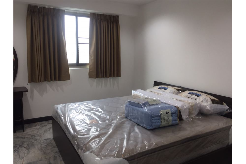 RE/MAX Executive Homes Agency's Royal Castle 3Bedroom For Rent Full Furnished,Condo For Rent Prompong, BTS Prompong, Good Price, Good location 6