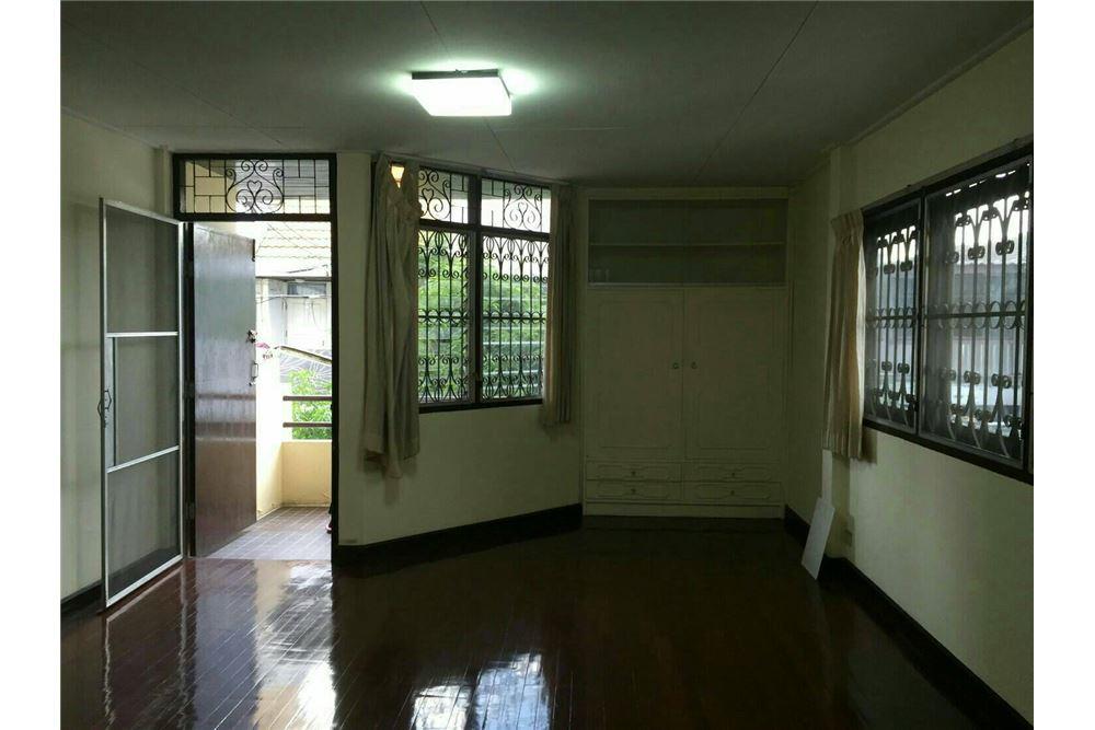 RE/MAX Properties Agency's SALE Townhouse EKAMAI 12 41SQ.Wah 8