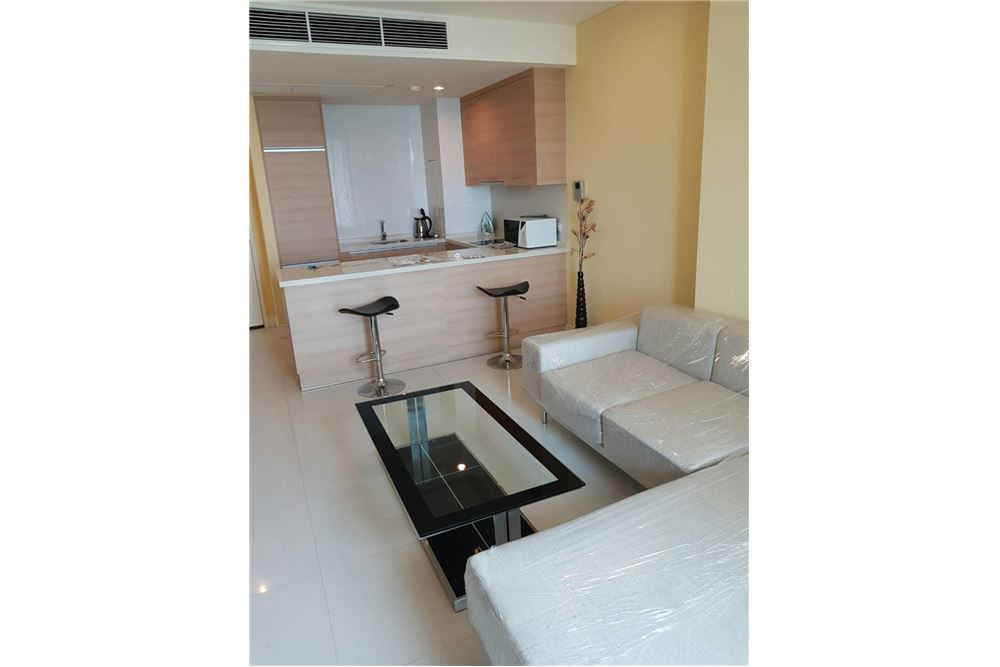 RE/MAX Properties Agency's Aguston Sukhumvit 22 - condo units for rent 5