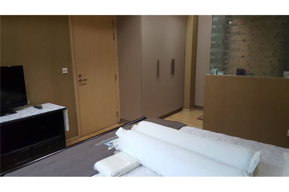 RE/MAX Executive Homes Agency's Spacious 1 Bedroom for Sale Siri Sukhumvit 3