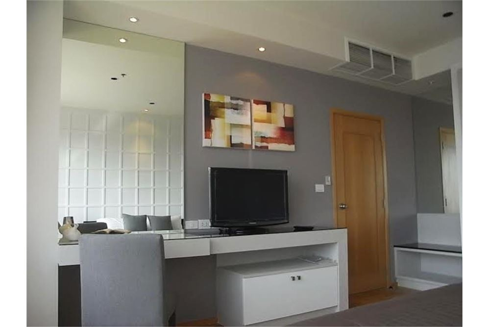 RE/MAX Properties Agency's FOR RENT The Emporio Place 1BED 65.35SQM 2