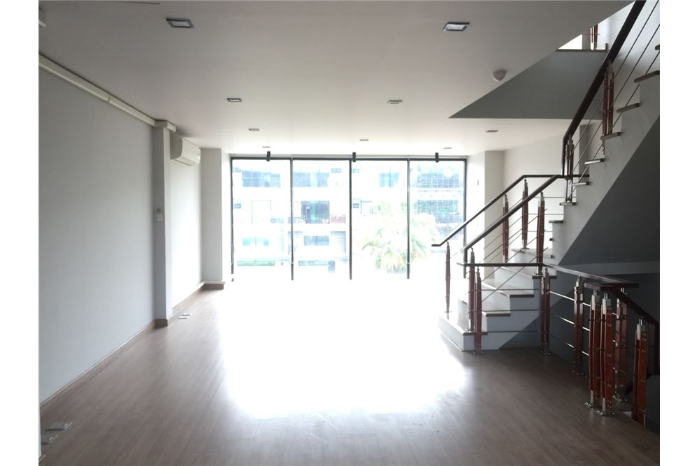 RE/MAX Executive Homes Agency's Office for rent near Suvarnabhumi Airport,H - Cape 6