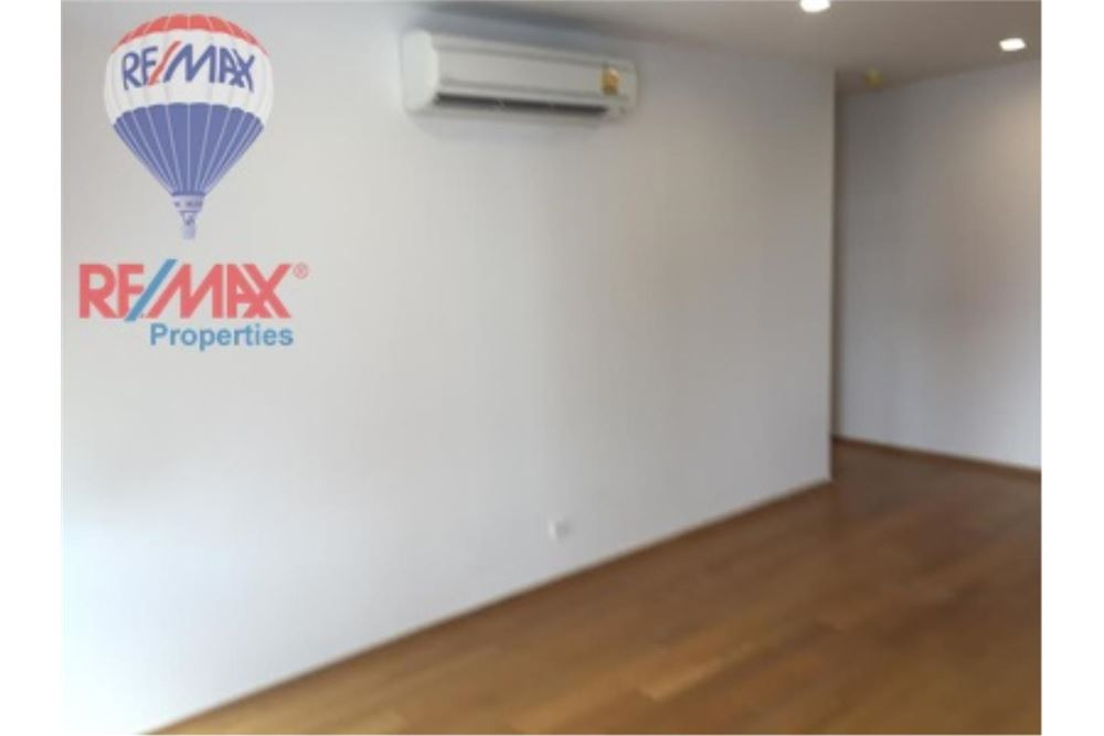 RE/MAX Properties Agency's FOR SALE NOBLE REVO SILOM 65.8 SQM 2 BEDS 5