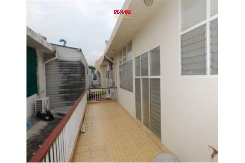 RE/MAX Executive Homes Agency's Nice 2 Bedroom House for Sale near BTS Ekamai 6