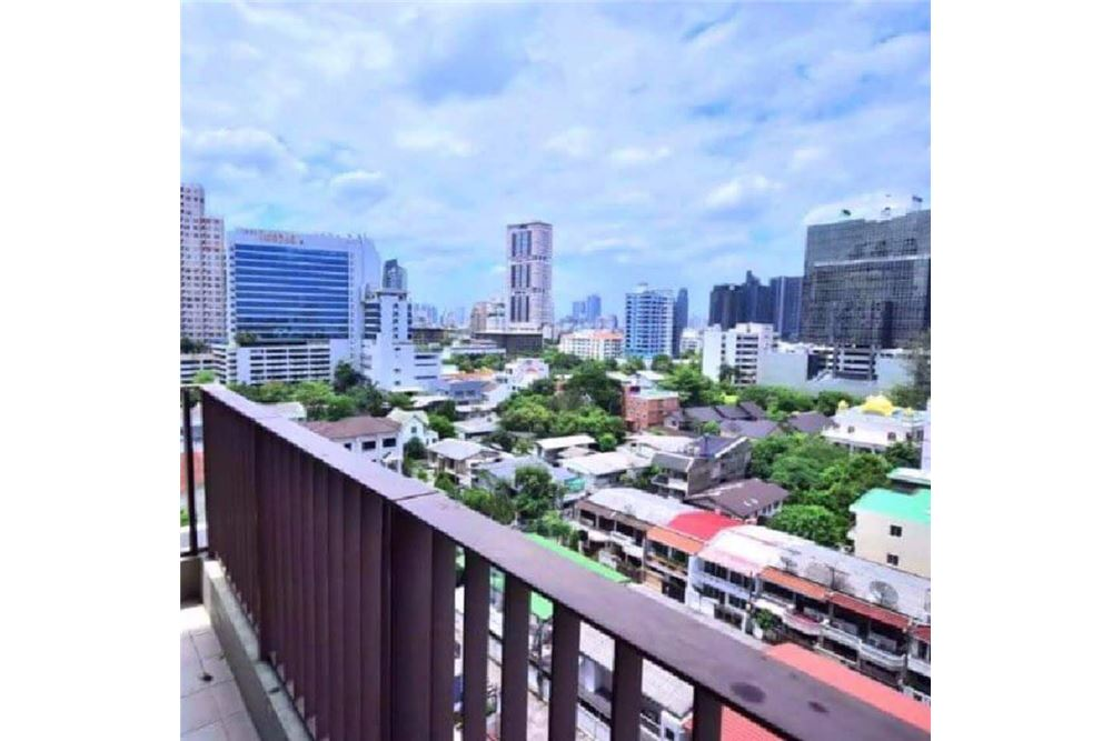 RE/MAX Properties Agency's The Emporio Place Duplex 1Bed 85 Sqm 13