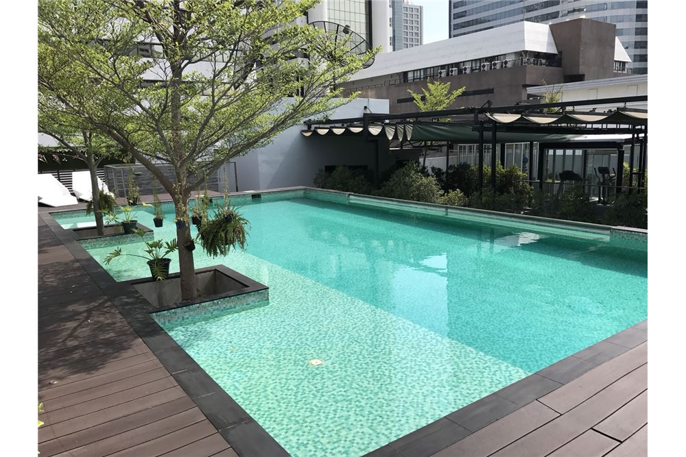 RE/MAX Executive Homes Agency's Nice 2 Bedroom for Sale with Tenant Quad Silom 7